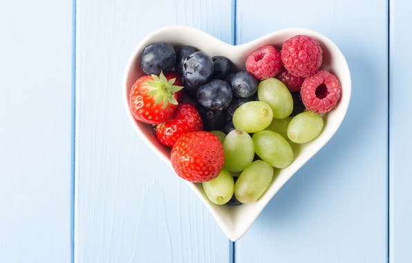 Picture berries, raspberry, background, widescreen, Wallpaper, heart, food, blueberries, strawberry, plate, grapes, wallpaper, form, heart, widescreen, ...