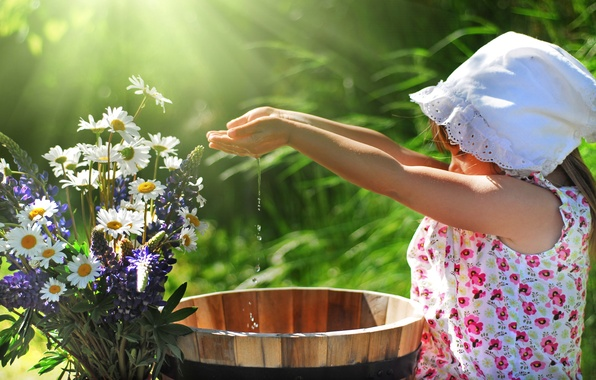 Picture WATER, DROPS, GREENS, FLOWERS, GIRL, SPRING, CHAMOMILE, PALM, SUNDRESS, SHAWL