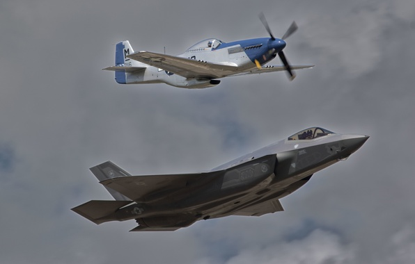 Picture flight, P-51D, F-35A, MUSTANG, LIGHTNING