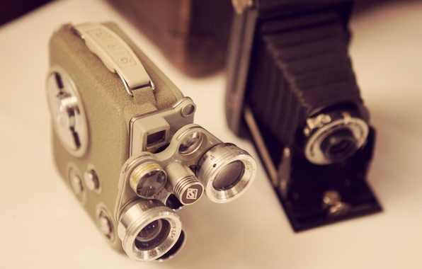 Picture cameras, table, lenses