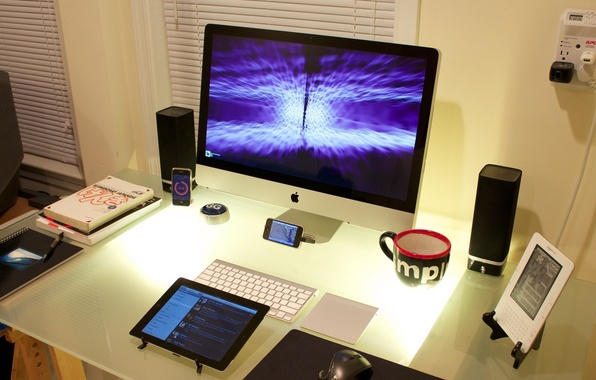 Picture table, iPhone, iPod, furniture, book, monitor, book, Cool Desktop, phone.gadget