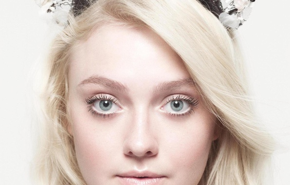 Picture actress, blonde, Dakota Fanning