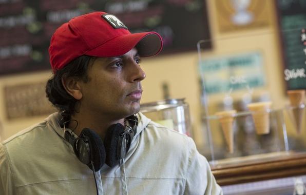 Picture headphones, Director, writer, M. Night Shyamalan