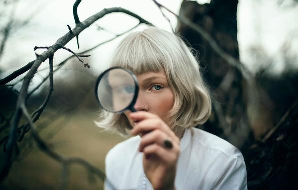 Picture girl, magnifier, detective, Andrea Peipe