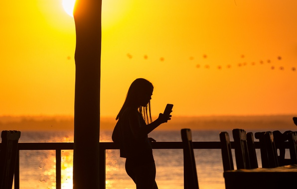 Picture girl, summer, fireball, flying, water, lake, birds, sun, paradise, reflection, silhouette, sunny, cell phone