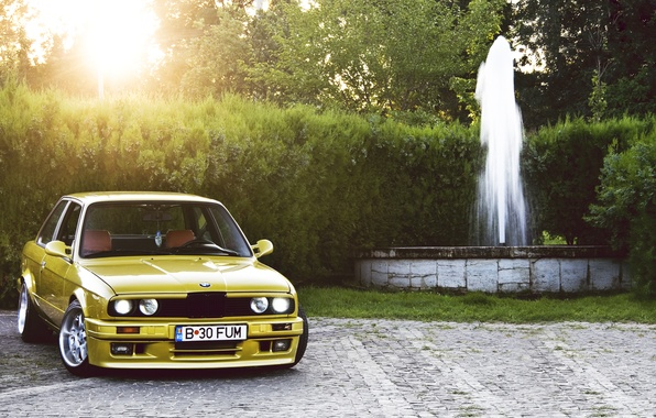 Picture yellow, BMW, BMW, fountain, yellow, Coupe, E30, 3 Series