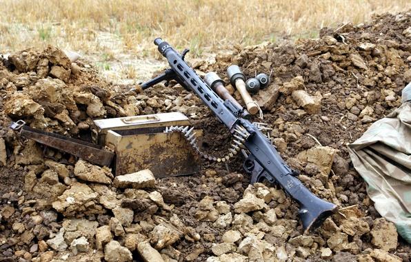 Picture weapons, box, MG-42, grenades, machine gun, tape cartridges