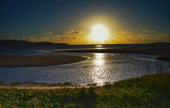 Picture the sun, horizon, Bay