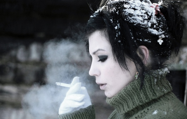 Picture FROST, SMOKE, SNOW, WINTER, BRUNETTE, FACE, CIGARETTE, COLD