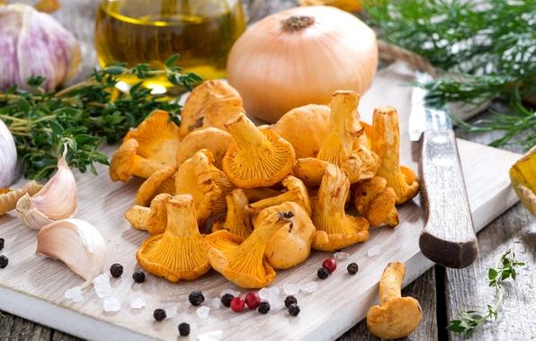 Picture mushrooms, bow, dill, pepper, garlic, chanterelles, salt, thyme