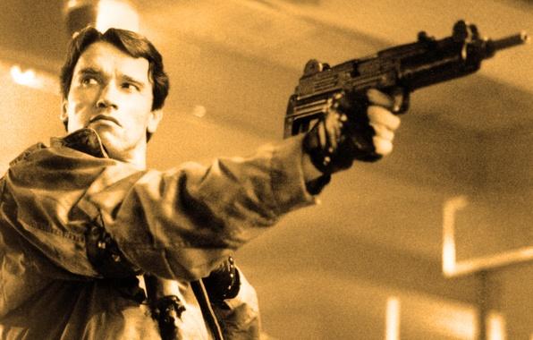 Picture look, weapons, man, machine, actor, Actor, Arnold Schwarzenegger, Terminator, Producer, Director, Arnold Schwarzenegger