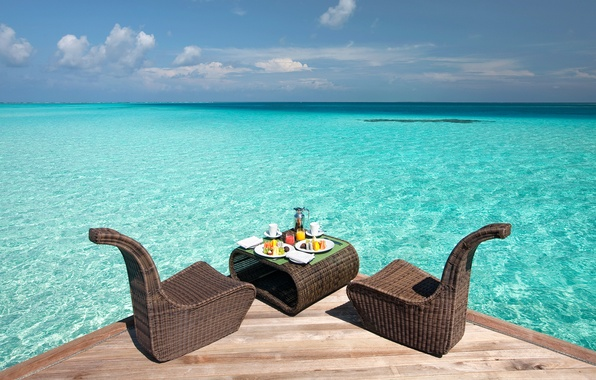 Picture the sky, water, clouds, table, chairs, food, The ocean, horizon, pierce