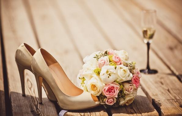 Picture flowers, glass, bouquet, shoes, glass, flowers, shoes, bouquet