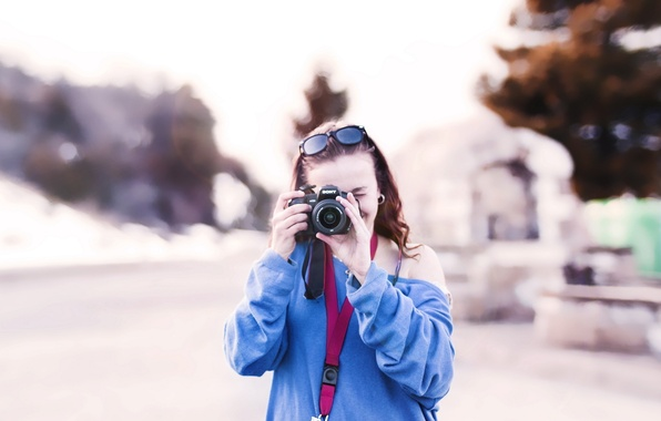 Picture girl, trees, nature, background, situation, Wallpaper, blur, technique, brunette, glasses, the camera, full screen, widescreen …