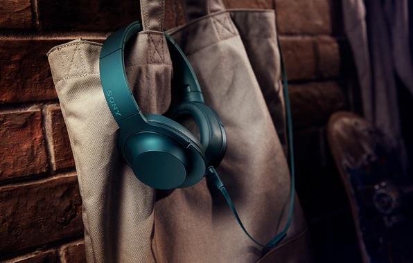 Picture headphones, bag, hi-tech, sony h.earon