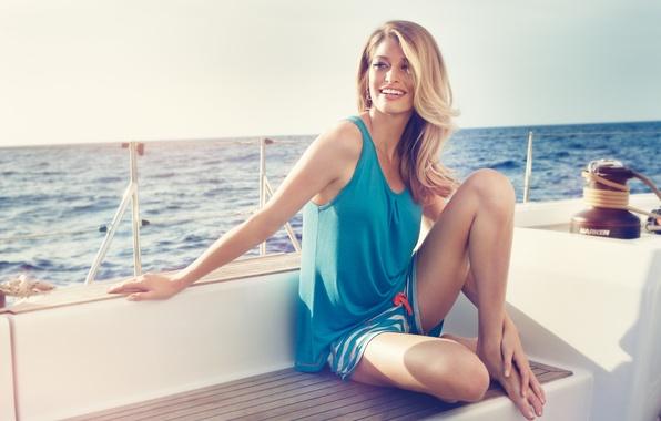 Picture sea, girl, smile, beautiful, Heide Lindgren