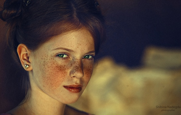 Picture girl, freckles, red, green eyes