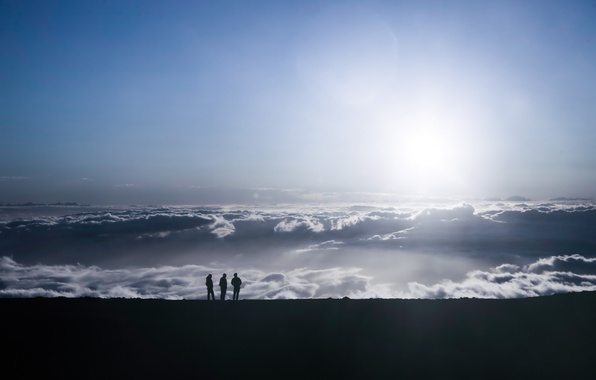Picture the sky, mountains, people