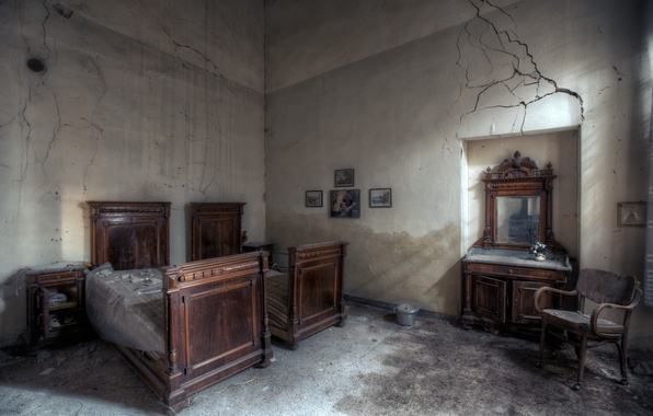 Picture room, interior, bed