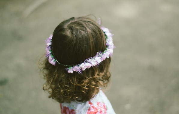 Picture child, girl, curls, wreath