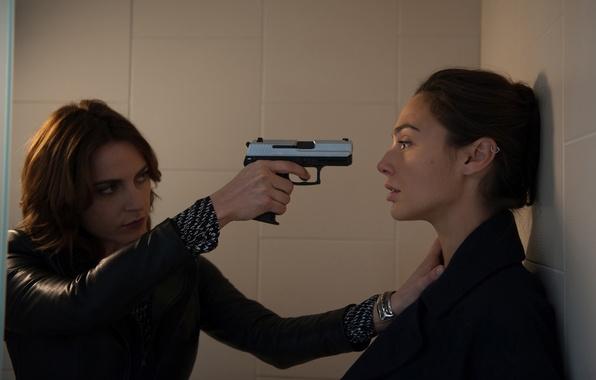 Picture gun, weapons, girls, the situation, Gal Gadot, Gal Gadot, Antje Traue, Criminal, Criminal, Antje, Traue