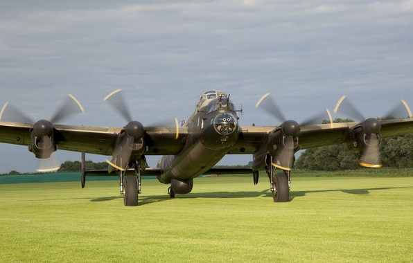 Picture bomber, four-engine, heavy, Lancaster