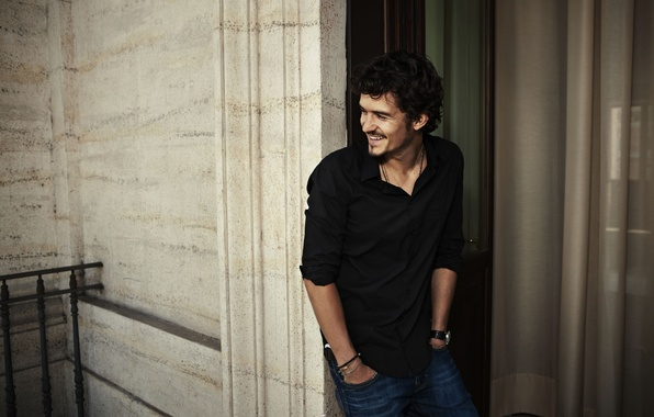 Picture smile, jeans, actor, black, male, balcony, shirt, celebrity, brunette, Orlando Bloom, Orlando Bloom