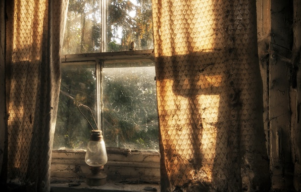 Picture lamp, window, curtains
