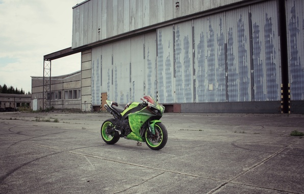 Picture the sky, clouds, green, the building, motorcycle, Supersport, green, yamaha, bike, Yamaha, yzf-r1