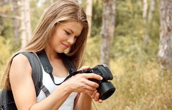 Picture forest, girl, trees, Mike, hairstyle, the camera, is, keeps, nature, bokeh, satchel, smiling, Rus