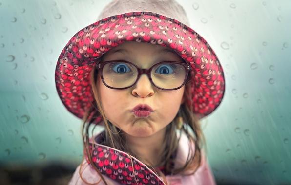 Picture drops, glasses, girl, sponge