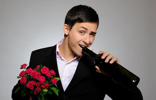 Picture look, bottle, roses, bouquet, costume, red, guy, gentleman, Real gentleman, cute