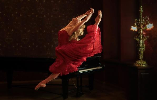 Picture dance, piano, ballerina, Annija Kopstale