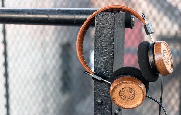 Picture Headphones, Wood, Black, Headphones, Elijah Wood, Whiskey, Zach Cowie, Bushmills, Grado Labs