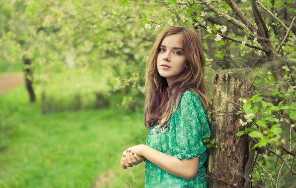 Picture girl, garden, dereviya