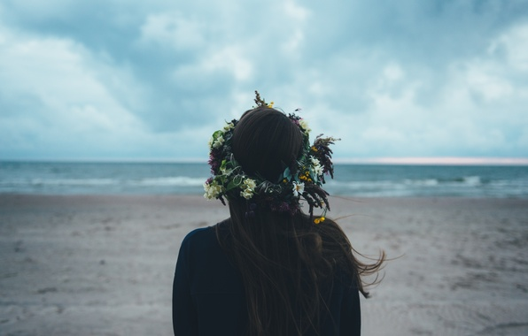 Picture girl, back, wreath