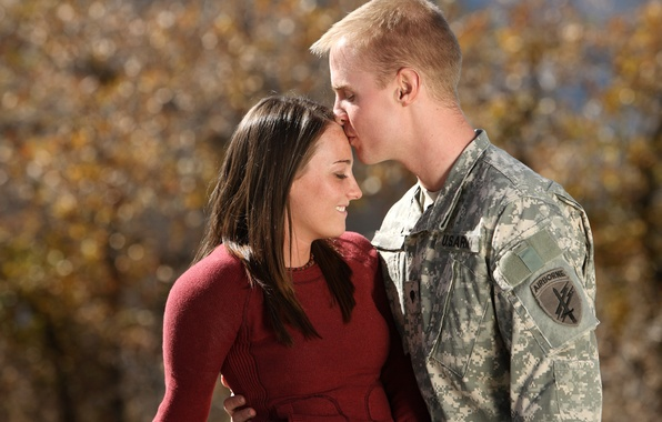 Picture love, soldier, kiss