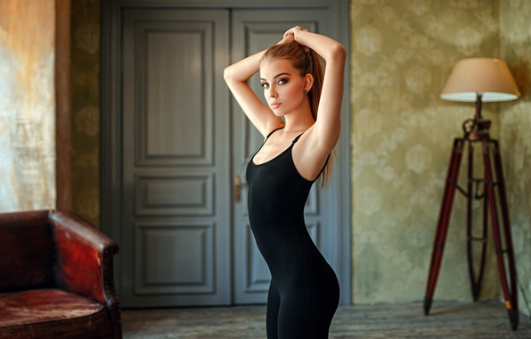 Picture girl, photo, photographer, blue eyes, model, face, room, interior, blond, body, lamp, door, couch, hips, …