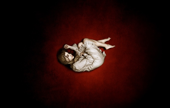 Picture BACKGROUND, DRESS, RED, GIRL, EMOTIONS, MINOR, SADNESS, CONDITION, LONELINESS