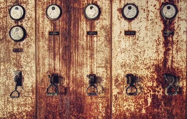 Picture arrows, rust, metal, iron, pressure gauges
