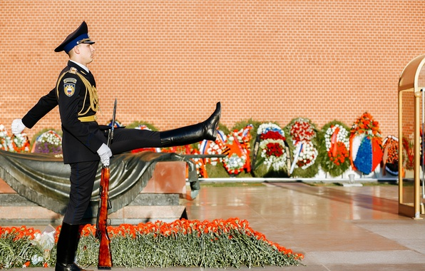 Picture flowers, soldiers, Moscow, Russia, Victory Day, guard, The Kremlin wall, The tomb of the unknown …