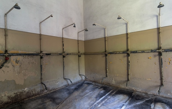 Picture room, shower, prison