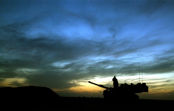 Picture night, soldiers, tank