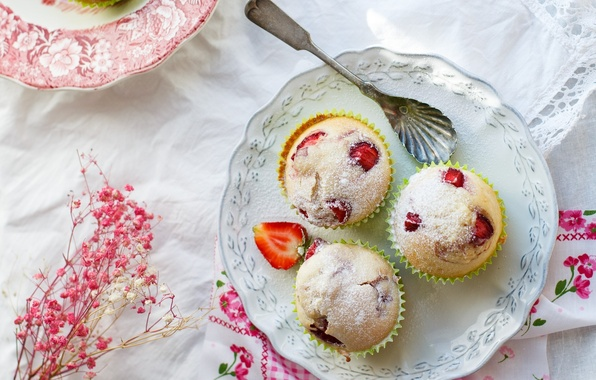 Picture berries, strawberry, plate, spoon, dessert, cakes, tablecloth, sweet, cupcakes, filling