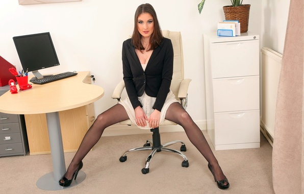 красивые секретарши раздвигают ноги фото
