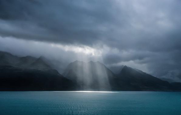 Picture storm, New Zealand, Queenstown, Lake Wakatipu, spotlight
