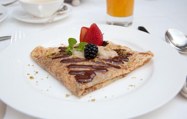 Picture berries, chocolate, pancake