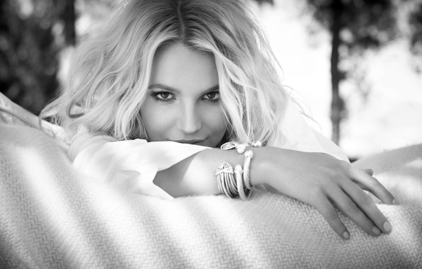Picture look, girl, face, hands, blonde, black and white, singer, Britney Spears, bracelets, Britney Spears