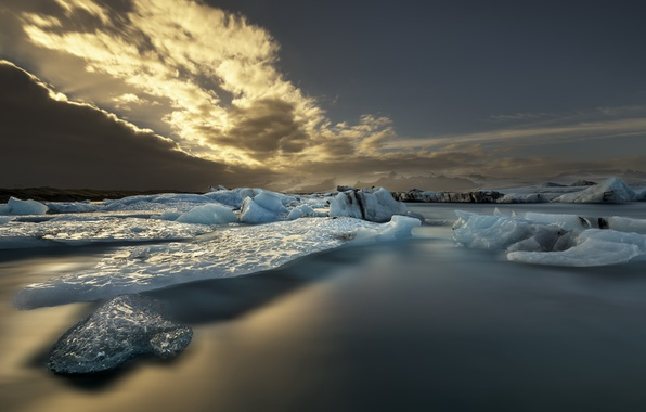 Picture sea, the sky, ice