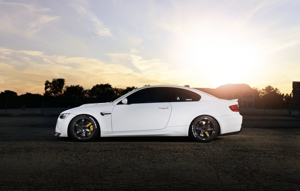 Picture white, the sun, sunset, bmw, BMW, wolf, profile, white, wheels, drives, Blik, e92, people